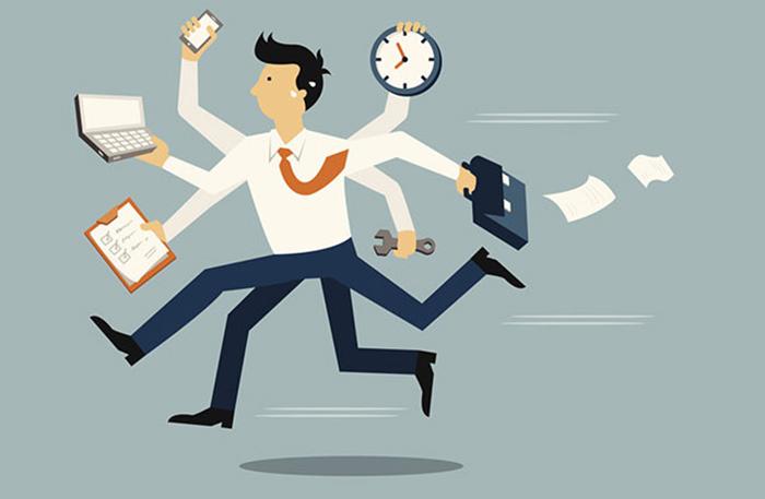 Bạn nên lắng nghe nhân viên và xem lại những nội quy của công ty để có cách xử lý nhân viên đi làm muộn phù hợp